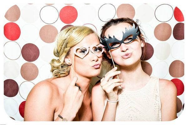 Czy warto wynająć fotobudkę na wesele?