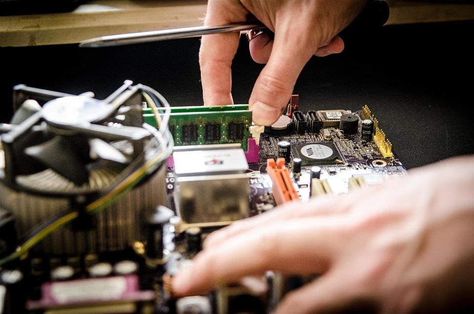 Firmowy serwis komputerowy brata pomoże