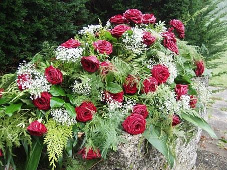 Ładne wiązanki pogrzebowe