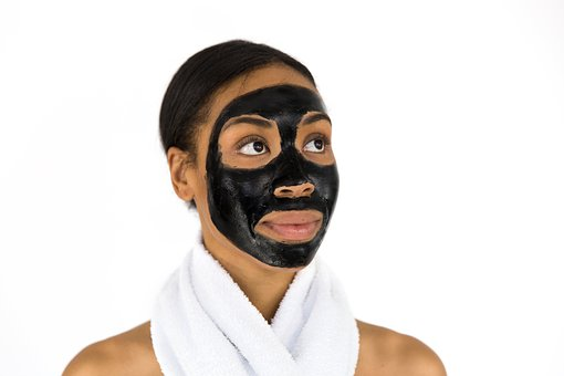 Peelingi oczyszczające skórę twarzy