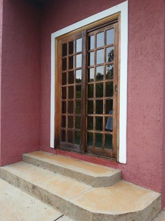 Wybór drzwi przesuwnych do domu