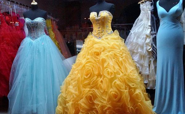 Szukamy sprawdzonego sklepu z sukienkami