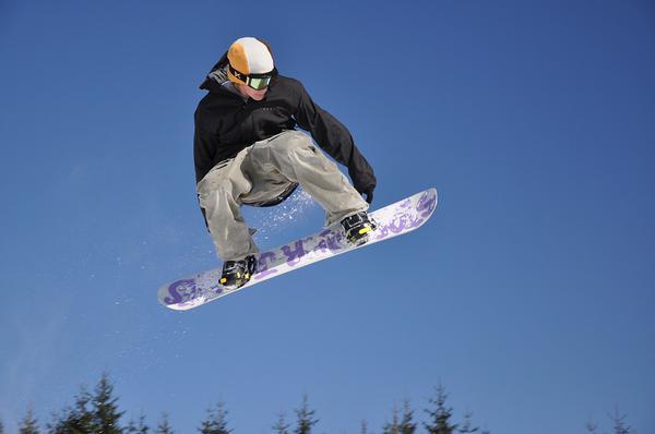 Korzystanie z wypożyczalni snowboardów